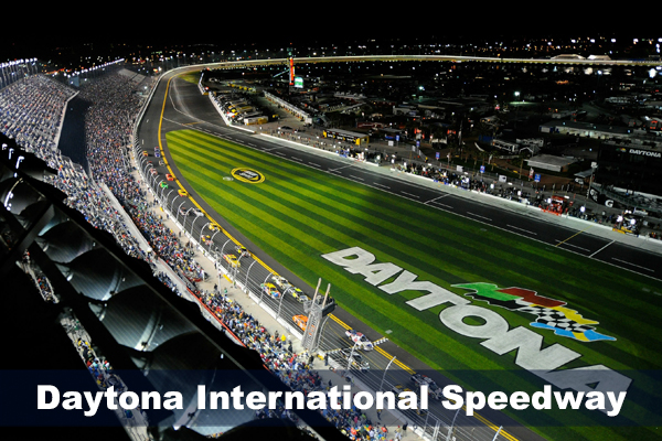 DAYTONA BEACH, FL - FEBRUARY 12: Cars race during the NASCAR Budweiser Shootout at Daytona International Speedway on February 12, 2011 in Daytona Beach, Florida. (Photo by Jared C. Tilton/Getty Images for NASCAR)