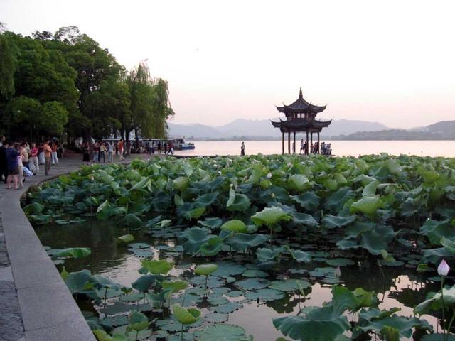 west-lake-hangzhou-china-